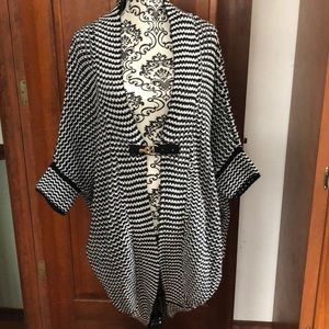 Long Sweater/Cardigan Black and white